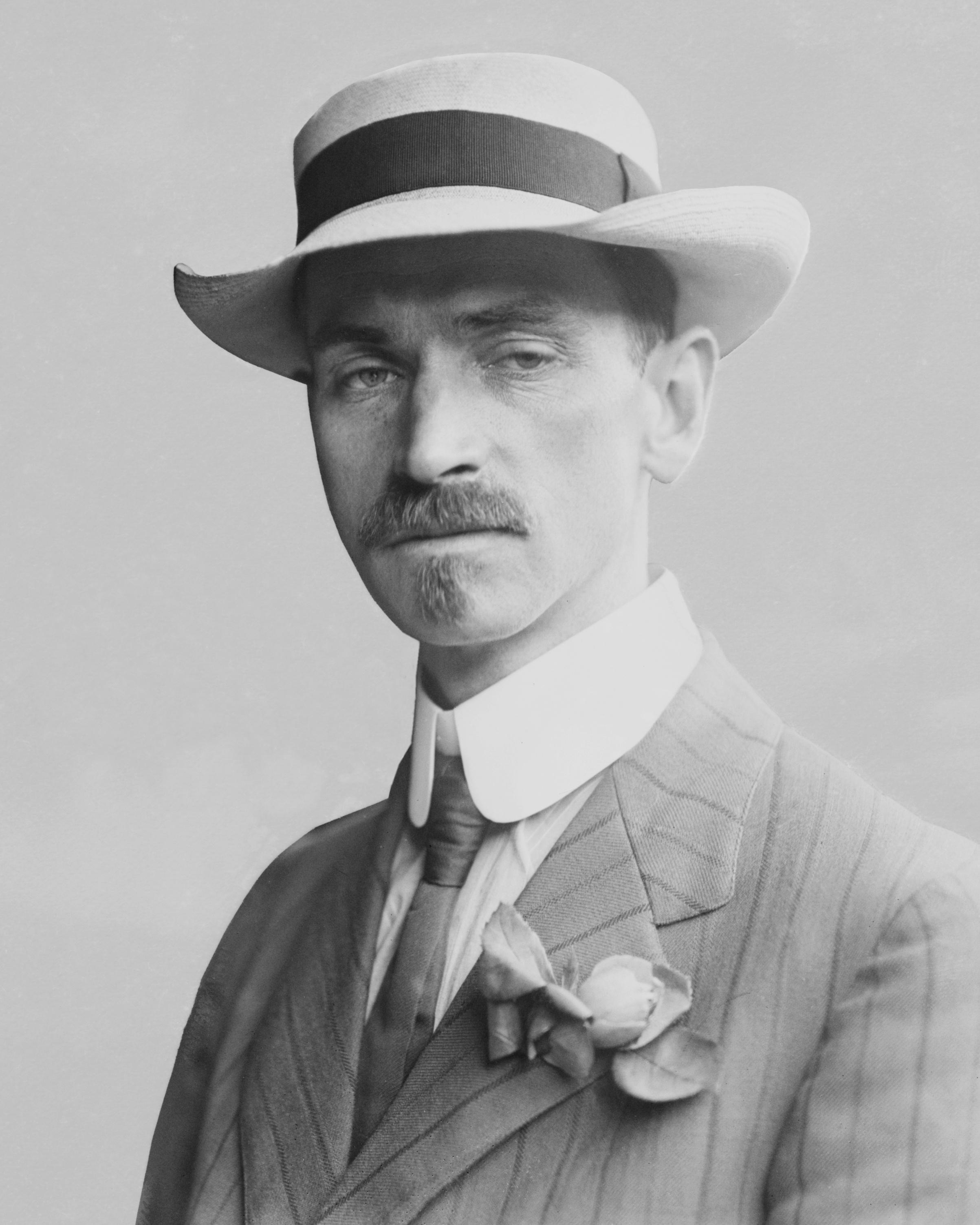 Glenn_Curtiss_-_1909_(cropped)