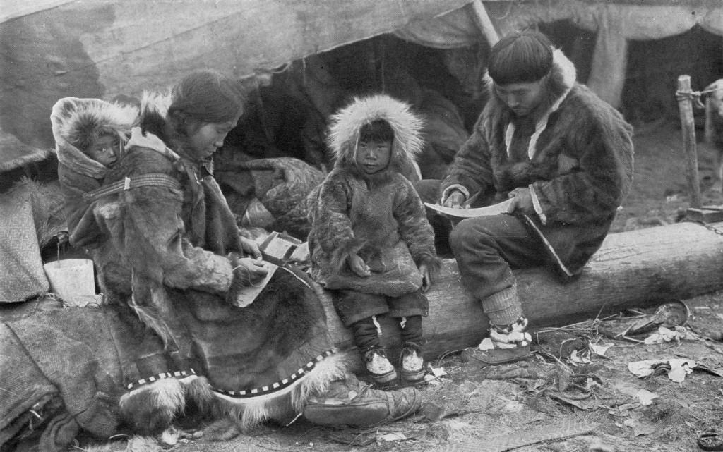 Eskimo_Family_NGM-v31-p564